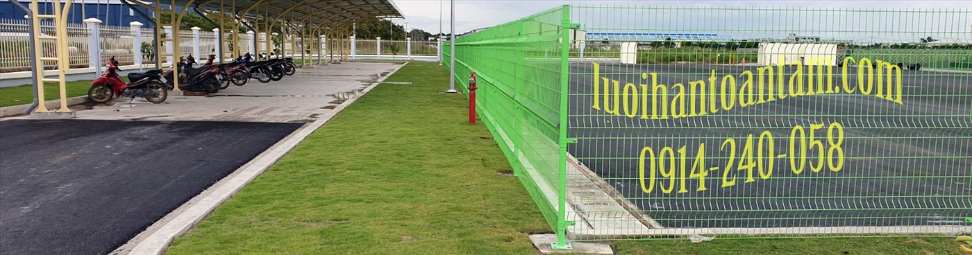 Hàng rào lưới thép hàn (hay còn được gọi là hàng rào lưới hàn chập) là một dạng vật liệu xây dựng sản xuất từ lưới thép hàn; được gia công, gia cố cho chắc chắn rồi hoàn thiện bề mặt (mạ kẽm nhúng nón