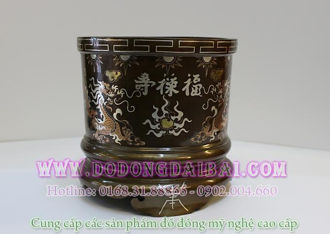 Bát hương khảm bạc song long chầu nguyệt, được đúc từ đồng đỏ, khảm tam khí nguyên chất. đk 16cm, 17cm, 18cm, 20cm, 21cm, 23cm, 25cm, 28cm, 30cm, 35cm