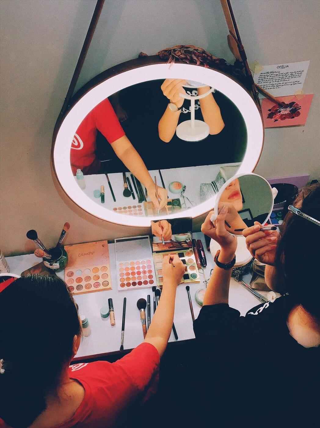 gương soi makeup đèn led dây da Citybuilding CBJ 011C