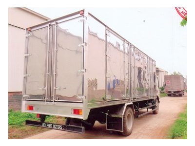 Xe tải thùng kin, mở 4 cánh chở pallet isuzu VM, tải trọng 8 tấn, giao ngay, giá tốt euro 4