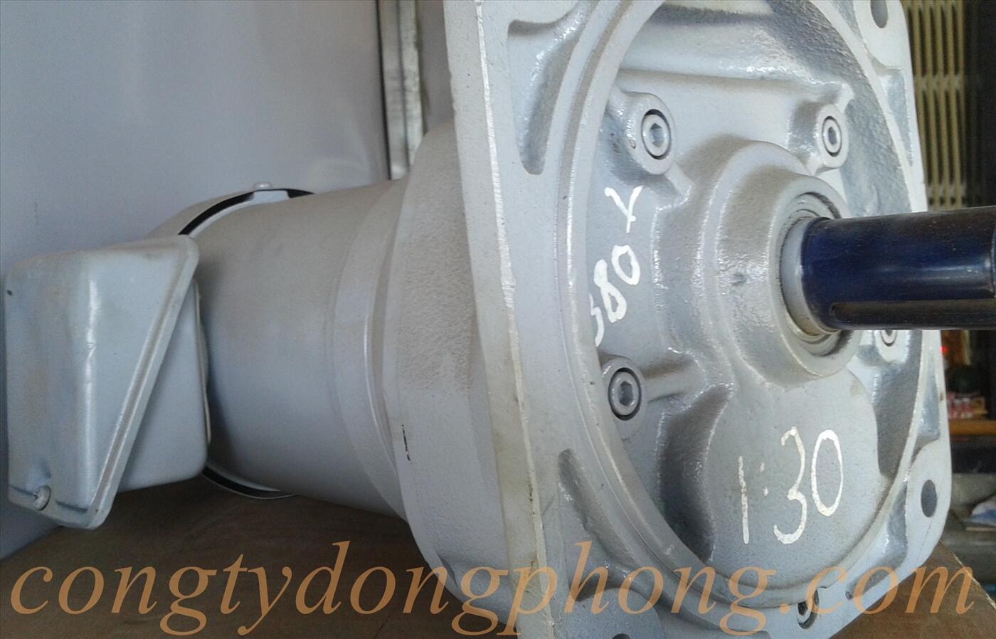 Motor giảm tốc 1/2hp 1/30 mặt bích