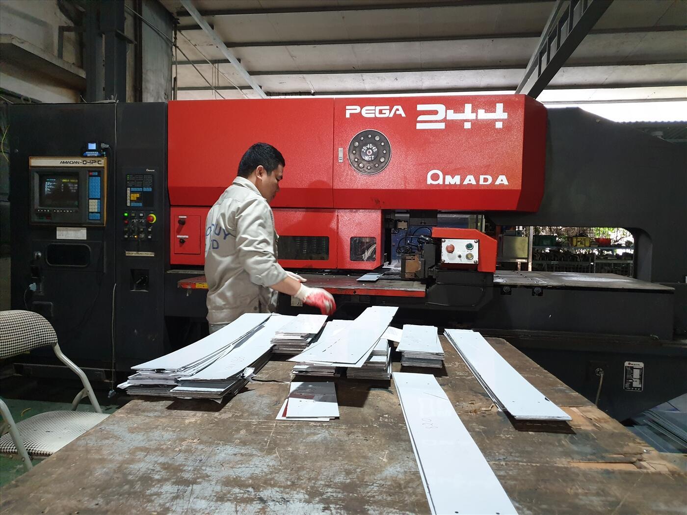 Máy đột CNC Amada Pega 244