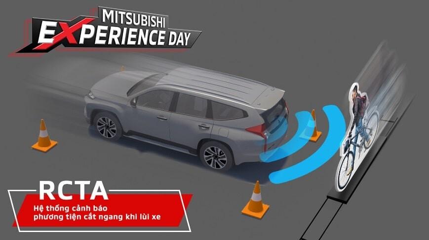Bài kiểm tra hệ thống cảnh báo phương tiện cắt ngang phía sau tại Mitsubishi Experience Day