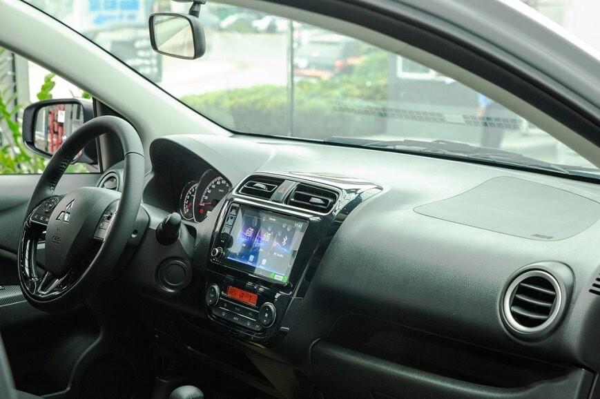 Bảng taplo điều khiển trung tâm của Mitsubishi Attrage Premium