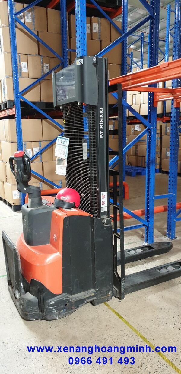 Thay bánh xe nâng điện BT- toyota, bánh cân bằng PU 125x50