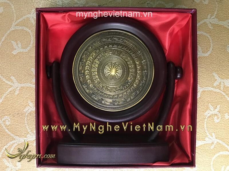 Biểu trưng đĩa xoay mặt trống đồng quà tặng để bàn