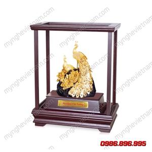 Biểu tượng đôi công dát vàng làm quà tặng phong thủy
