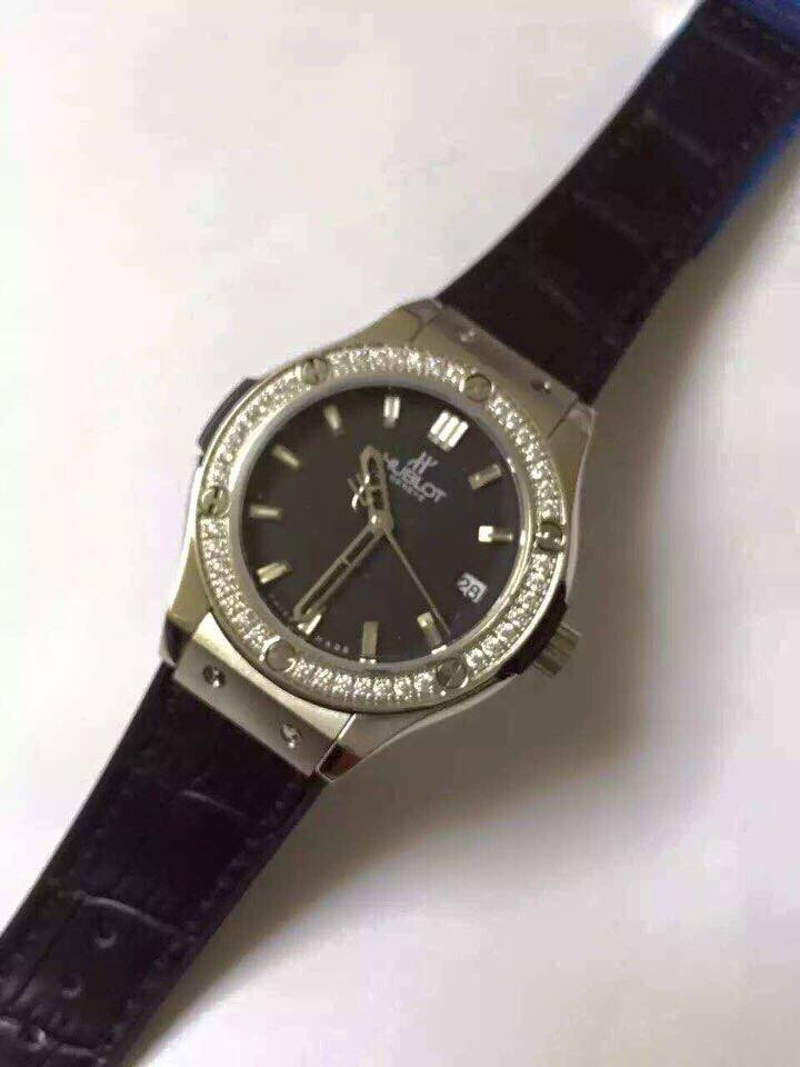 Đồng hồ nữ Hublot classic bazel diamond dial black HBL046