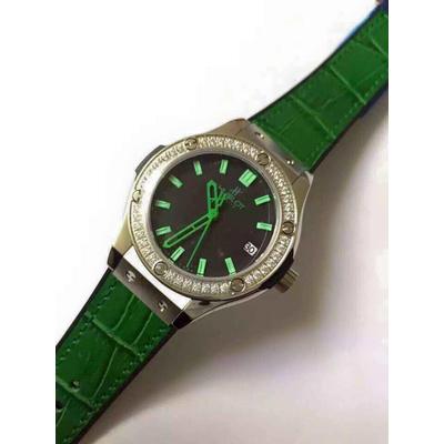 Đồng hồ nữ Hublot classic bazel diamond dial green HBL047