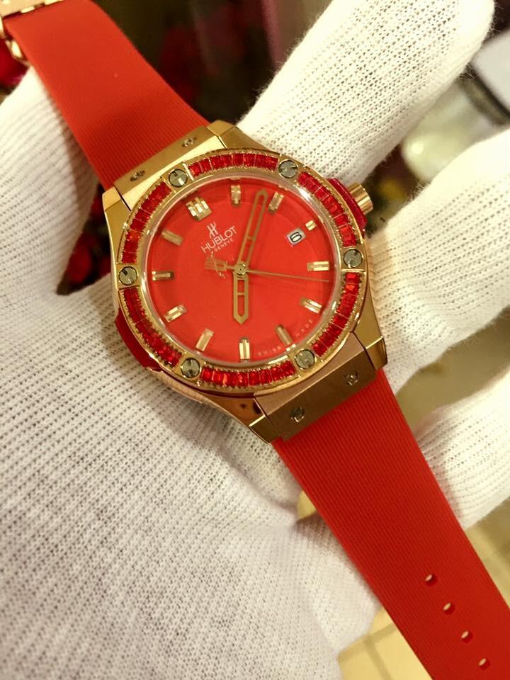 Đồng hồ nữ Hublot classic bazel diamond dial red gold rose HBL052
