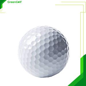 Bóng Golf Trắng Lõi Kép Nổi Trên Mặt Nước