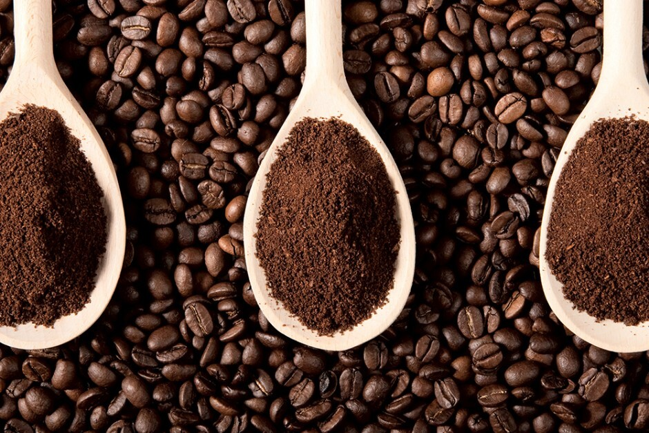 Rang cà phê là công việc đòi hỏi kỹ thuật, kinh nghiệm của nghệ nhân