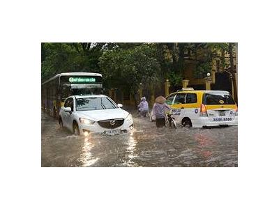 Cách lái xe qua chỗ ngập nước an toàn