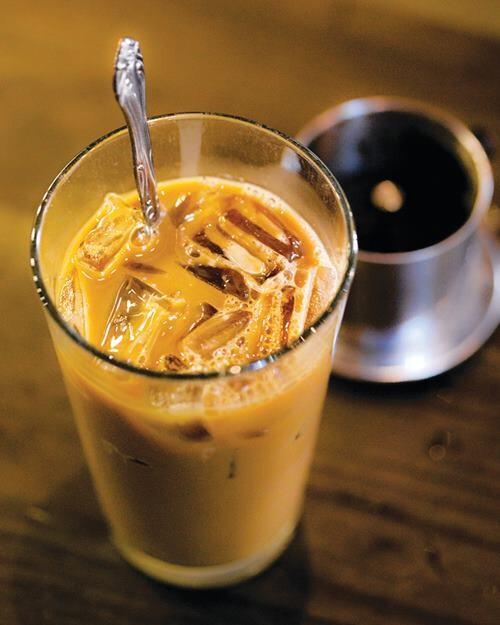 Cách pha cafe phin lớn đậm đặc với cách pha cà phê phin  truyền thống để tạo ra cách pha cafe ngon nhất