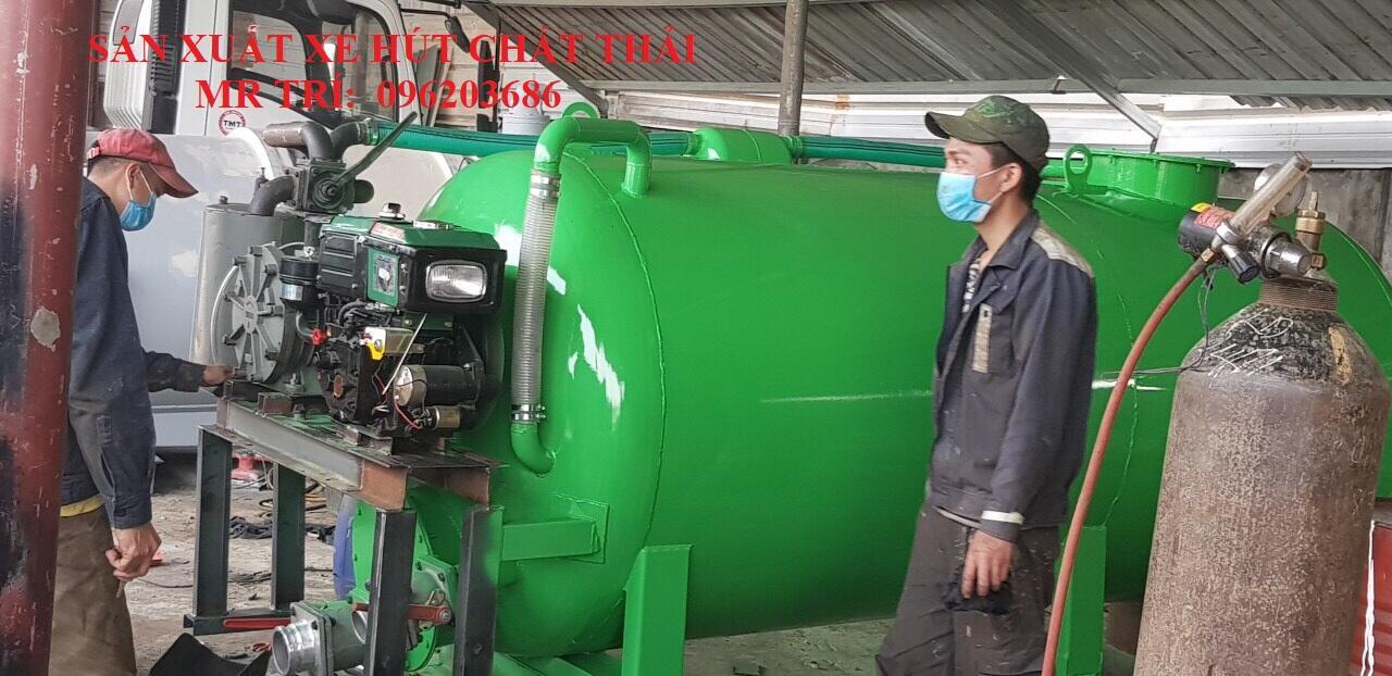 Chế bồn hút chất thải 4 khối lắp trên xe tải
