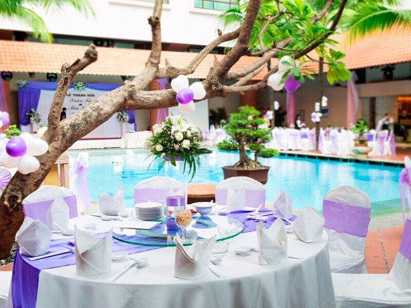 Cho thuê bàn ghế giá rẻ tại TPHCM - Tuấn Nguyễn