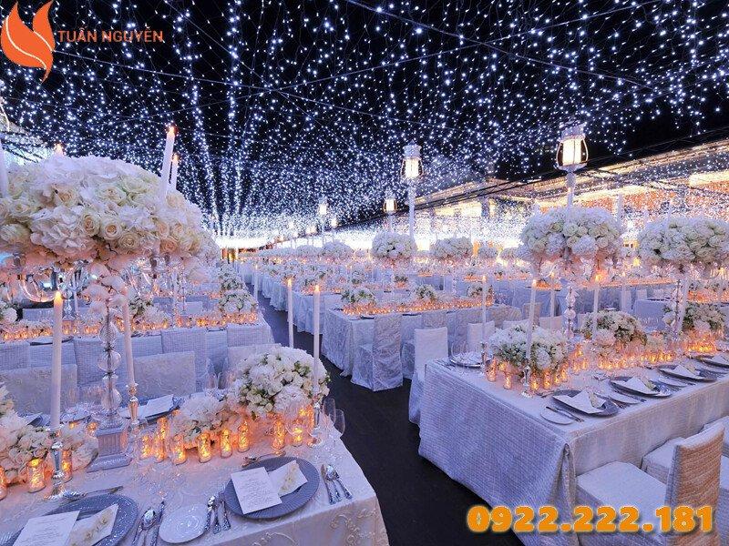 Trang trí tiệc cưới theo chủ đề La La Land tạo nên không gian đầy lãng mạn