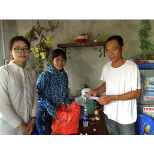 Chương trình thăm và tặng quà tại xã Bản Sen