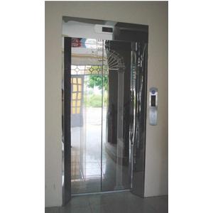 Khung bản rộng có hộp đèn : inox gương. Cánh cửa : inox gương hoa văn kiểu khung cửa (TT-CWH2)
