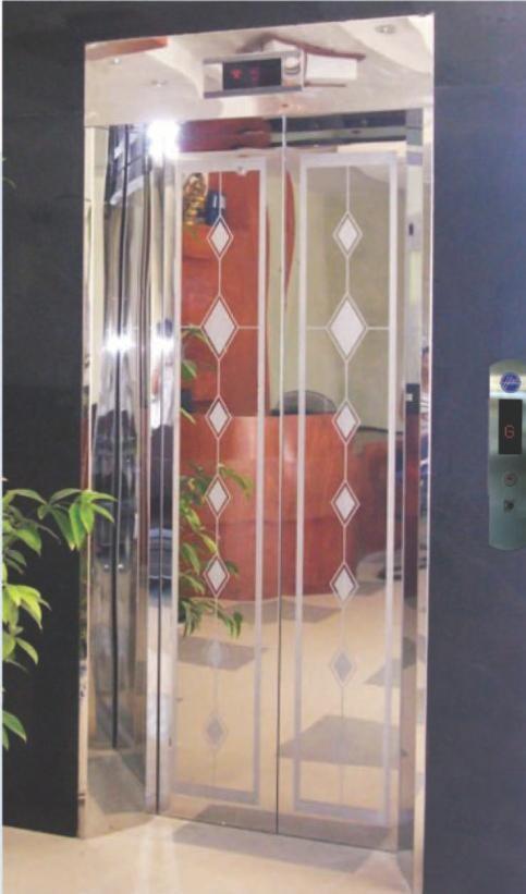 Khung bảng rộng có hộp đèn : inox gương. Cánh cửa : inox hoa văn hình thoi (TT-CWH3)