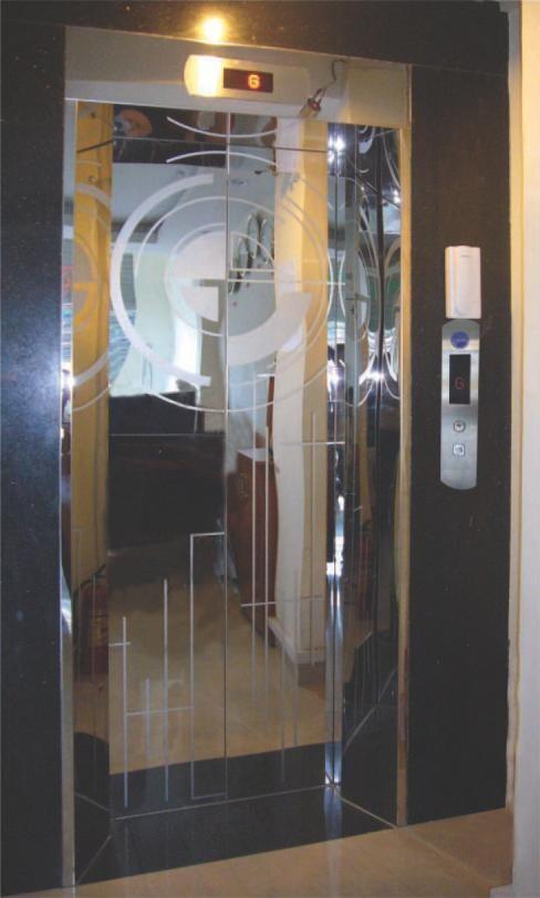 Khung bản rộng có hộp đèn : inox gương. Cánh cửa : inox gương hoa văn (TT-CWH4)