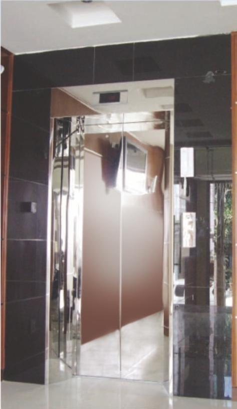 Khung bản rộng có hộp đèn : inox gương. Cánh cửa : inox gương