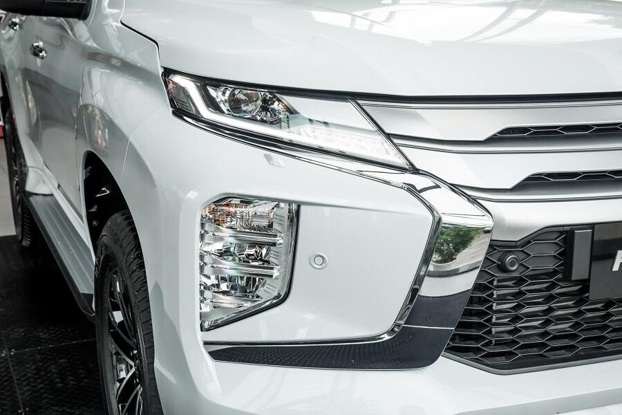 Cụm đèn chiếu sáng Full LED trên Mitsubishi Pajero Sport máy dầu