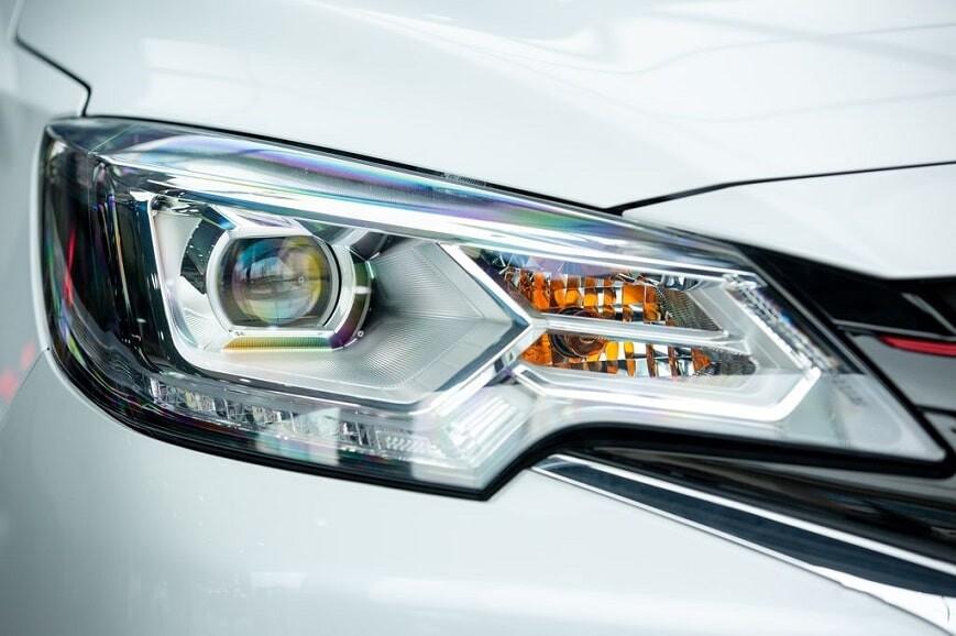 Cụm đèn chiếu sáng Full LED tự động trên Attrage CVT Premium