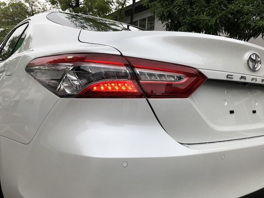 Cụm đèn hậu LED trên Toyota Camry mới 2.5 Q
