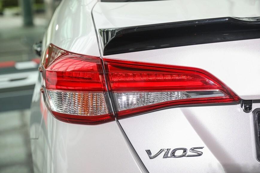 Cụm đèn hậu LED xe Vios bản GRS