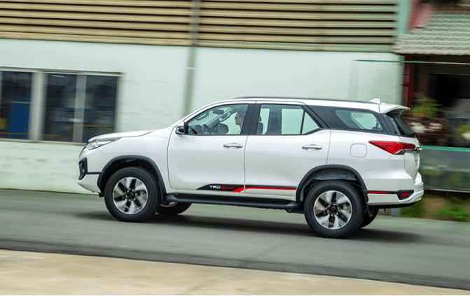 Toyota Fortuner 7 chỗ máy dầu mới