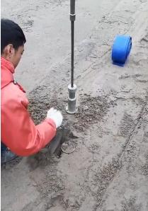 dao vòng lấy mẫu đất tại hiện trường