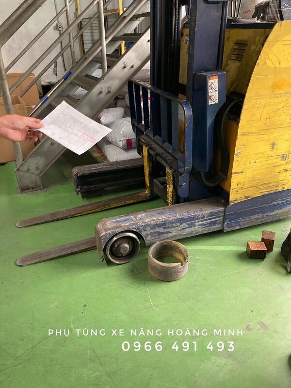 Đắp bánh xe nâng điện Komatsu, TCM, Nissan, Toyota, Nichiyu..