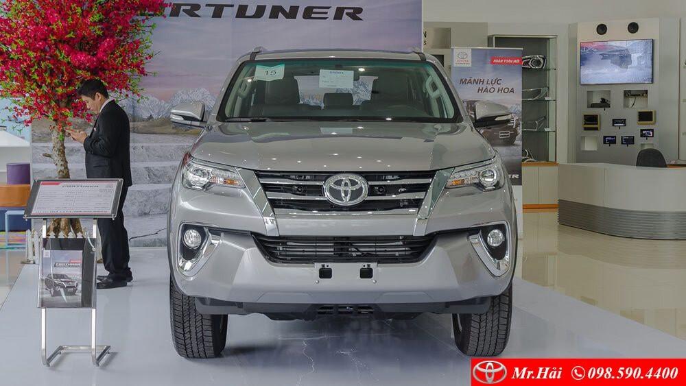 Phần đầu xe của Toyota Fortuner 2 cầu 2.8