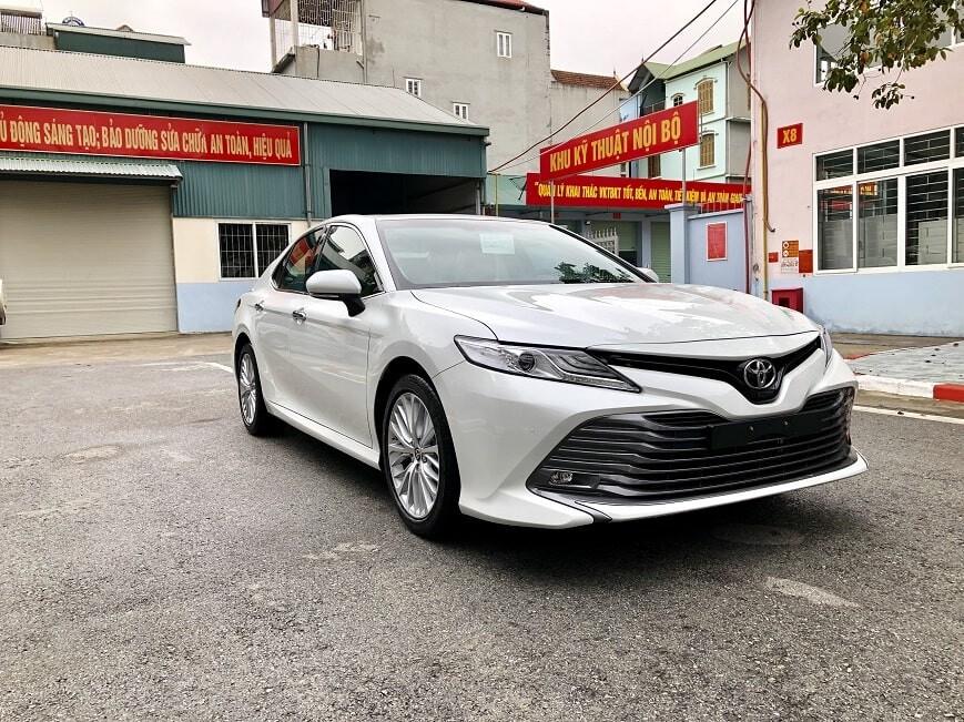 Đầu xe Toyota Camry mới 2.5 Q