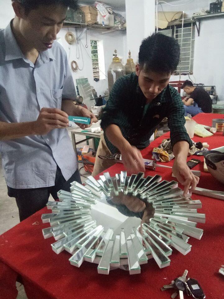 Dịch vụ sản xuất gương trang trí theo yêu cầu