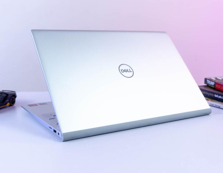 Dell inspiron 5505   AMD Ryzen 7 4700U   8GB   256 GB   15.6 INCH FHD   Win 10   NewSeal
