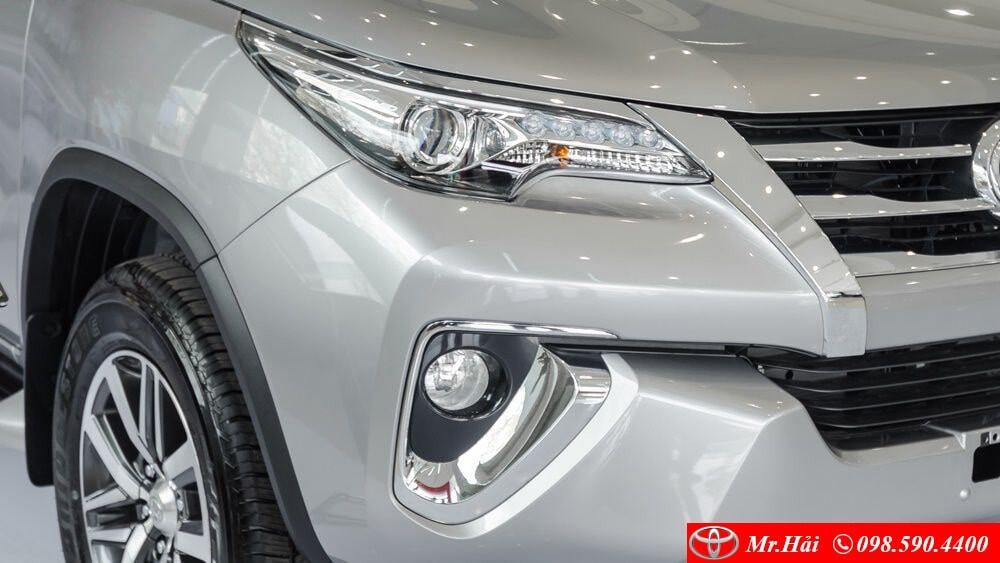 Cụm đèn pha trên Toyota Fortuner 2 cầu 2.8