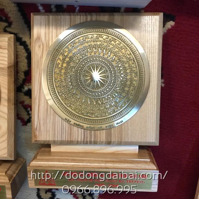 Biểu trưng mặt trống đồng gỗ sồi tự nhiên cao cấp