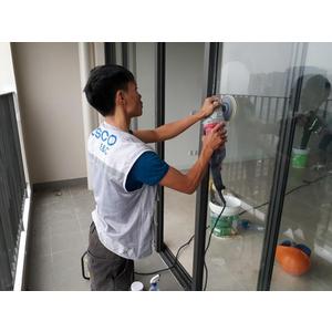 Dịch vụ tẩy ố kính tòa nhà chung cư Liễu Giai
