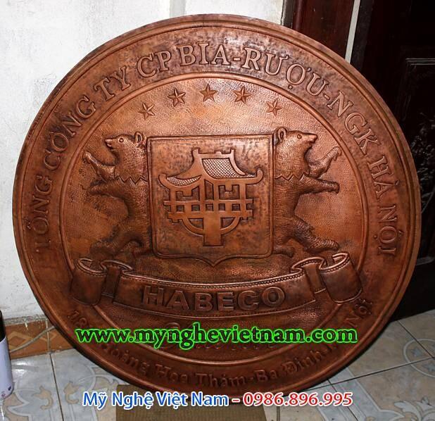 Chế tác phù điêu logo treo cổng công ty bằng đồng
