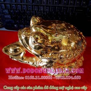 Thiềm thừ ôm tiền, cóc tài lộc phong thủy bằng đồng mạ vàng