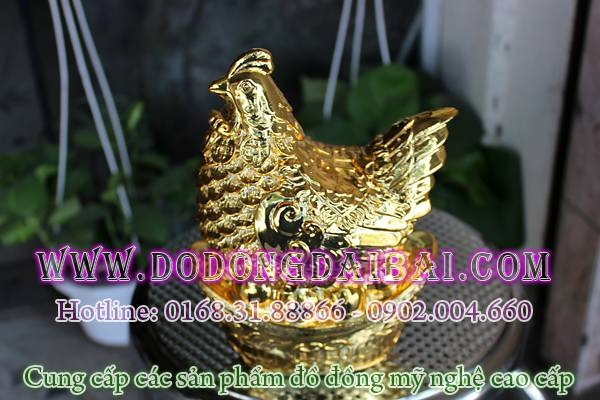Tượng gà đồng mạ vàng, gà để trứng vàng lông tiền phong thủy chiều cao 18cm