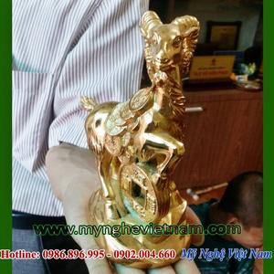 Tượng dê đồng mạ vàng làm quà tặng năm mới