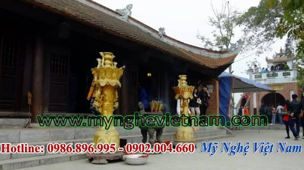 Lư đồng cúng tiến, lư đồng rồng chầu nguyệt dùng cung tiến đền chùa, nhà thờ họ, dùng bày trí và thắp hương ngoài sảng, ngoài sân chùa, ngoài trời.