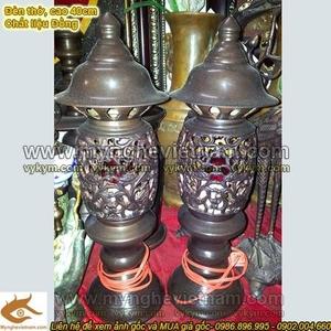 Đôi đèn thờ cúng, đèn giả cổ, bóng điện đỏ, đèn bằng đồng hun giả cổ