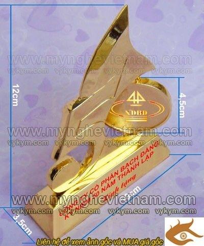 Đúc Biểu trưng 50 năm kỷ niệm thành lập công ty bằng đồng mạ vàng