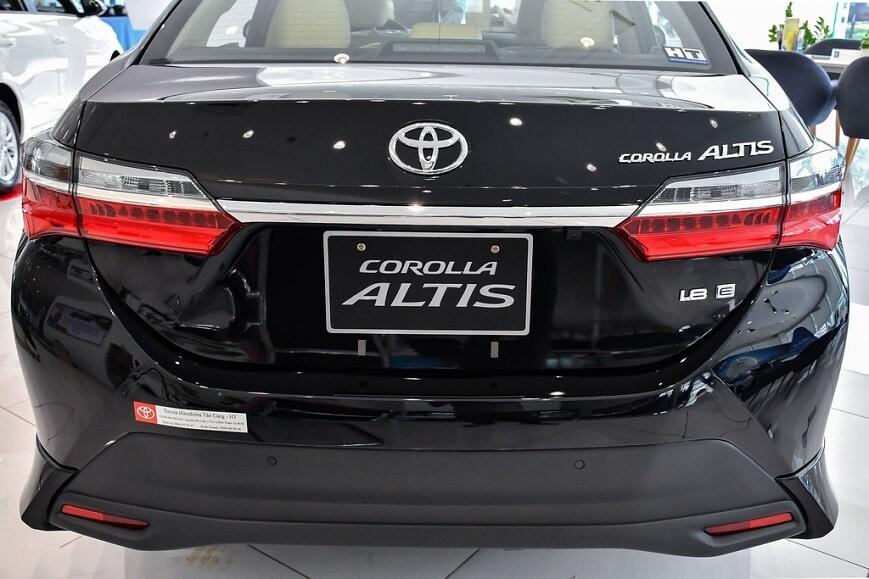 Đuôi xe Toyota Corolla Altis bản 1.8E CVT