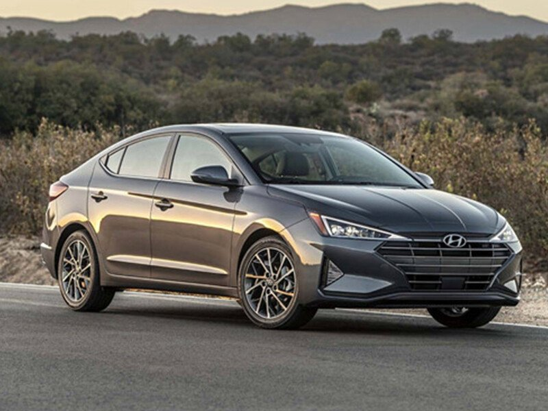 Hyundai Elantra 1.6 AT