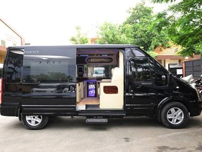 Ford Dcar Limosine 10 chỗ 2021
